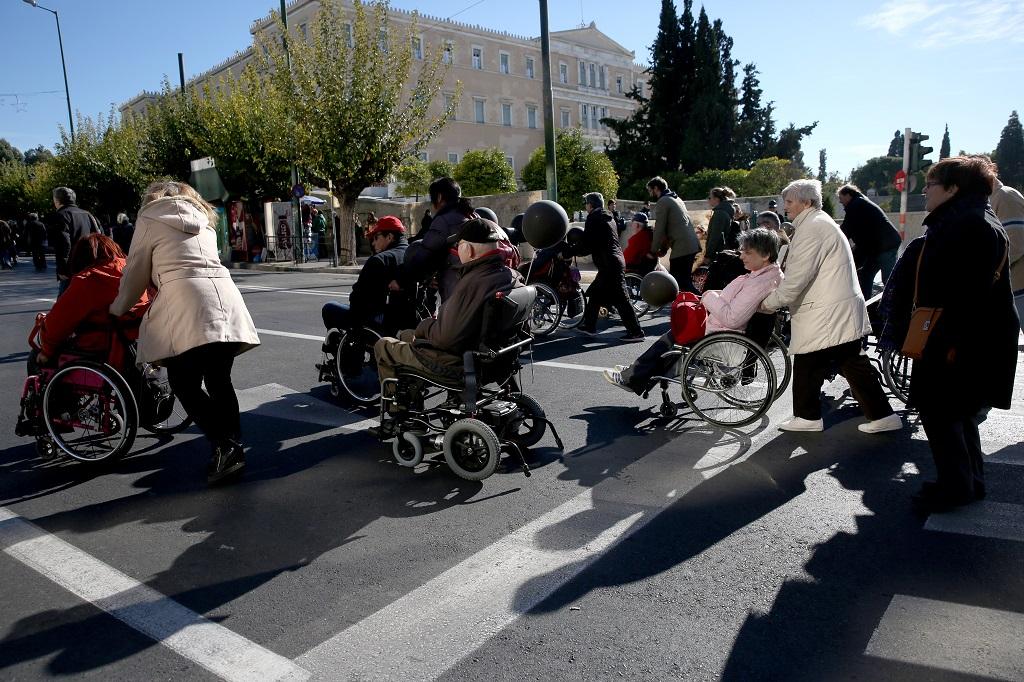 инвалиды в Греции