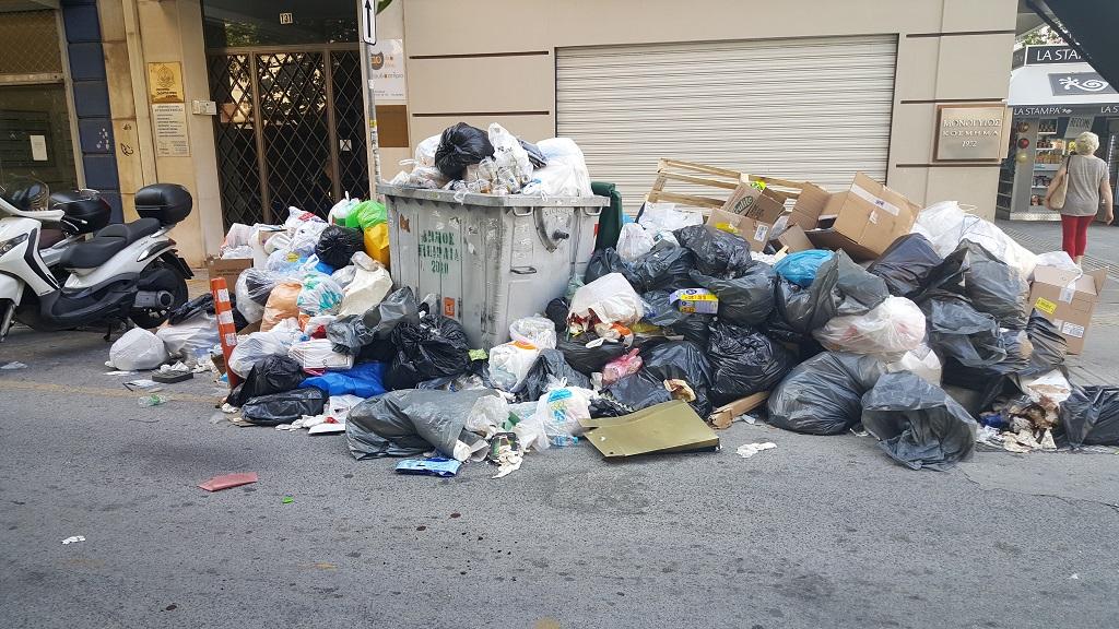 мусор в центре Пирей