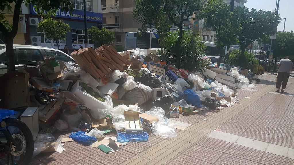 мусор в центре Афин