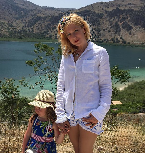 Ирина Гриньева с дочей у моря