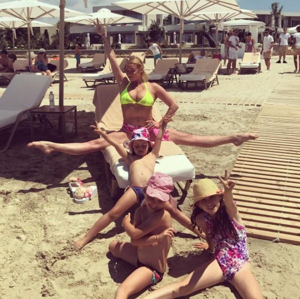 Анастасия Волочкова шпагат с детьми