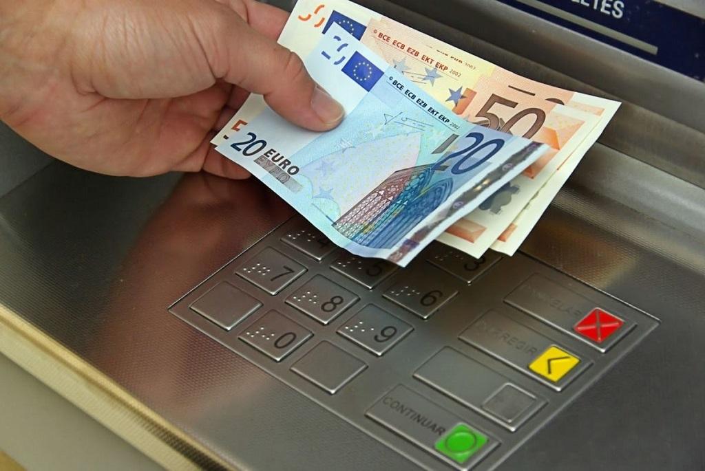 снятие наличных евро