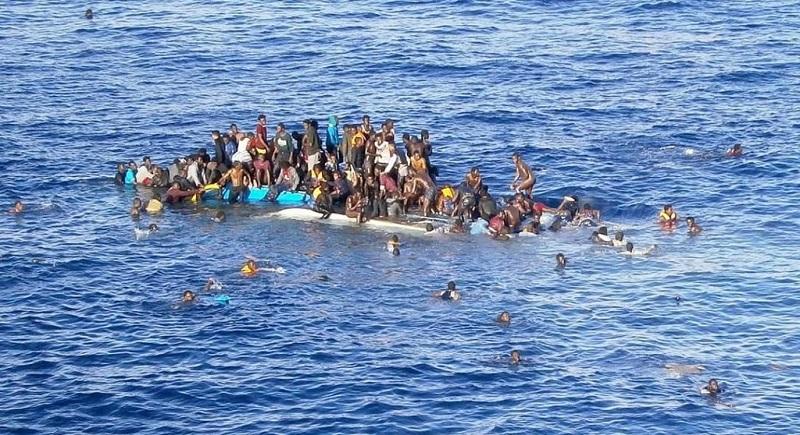беженцы тонут в море