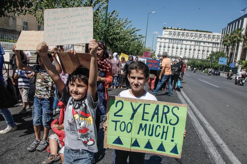 сирийские дети на митинге в Афинах