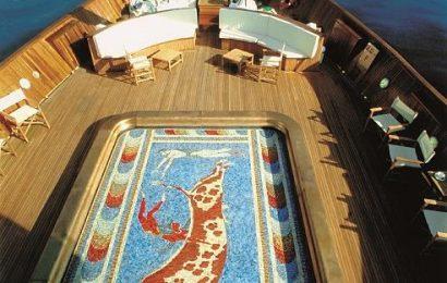 Яхту Онассиса «Кристина» можно арендовать за 470 тыс. евро в неделю