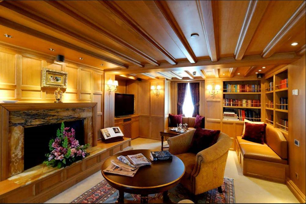 Яхта Онассиса мебель