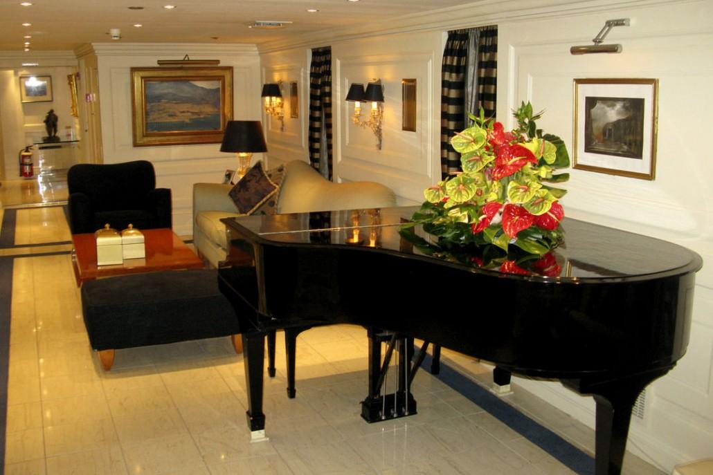 Яхта Онассиса черный рояль