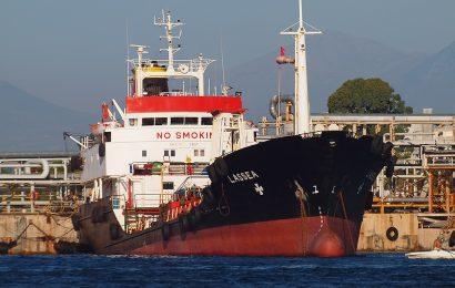 На судне отправленном для откачки нефтепродуктов найдена контрабанда