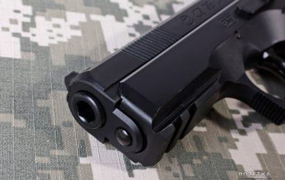 Стрельба из пистолета в школе