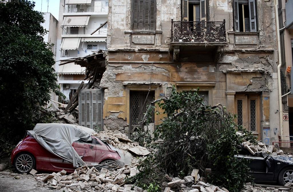 обрушение дома пирей греция