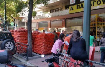 Кризис в Греции: Огромная очередь за бесплатной картошкой