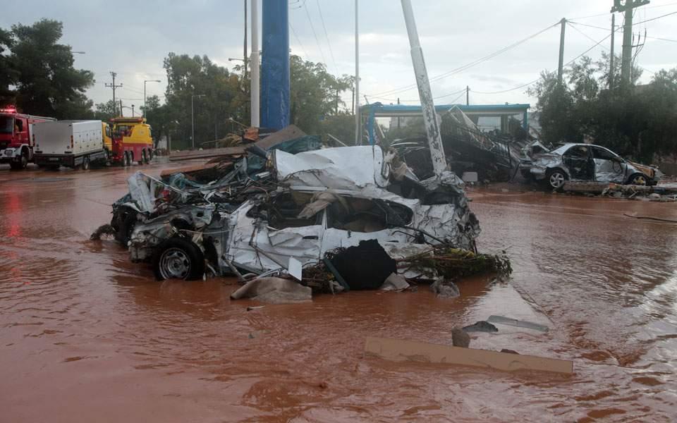 наводнение, разбиты автомобили и дороги