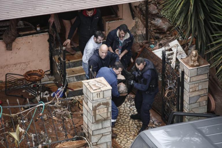 пострадавшие от наводнения в греции
