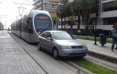 Парковка года: Водитель припарковал машину на трамвайных путях
