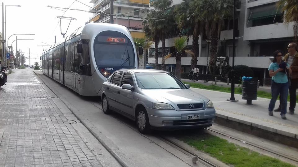 трамвай машина