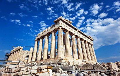 Пятеро неизвестных ограбили туристов в Акрополе