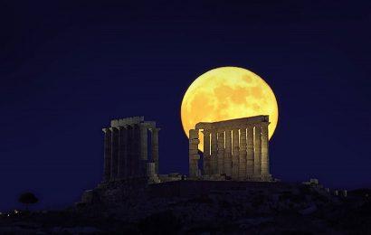 Полнолуние в Греции: Бесплатный вход в музеи и множество концертов