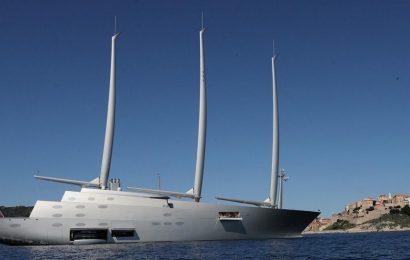 Яхта русского олигарха поразила туристов Керкеры