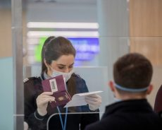 """Хочешь в Грецию? Предъяви """"паспорт здоровья""""."""
