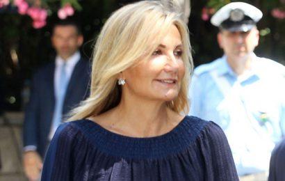 Жена премьер-министра Греции раздаст маски бесплатно