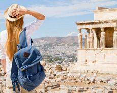 Названы страны, жители которых первыми посетят Грецию