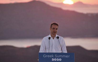 Мицотакис позвал туристов в Грецию